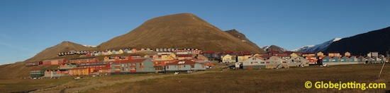 svalbard-houses-panorama-copyright-globejotting.com