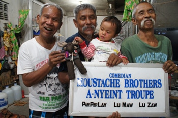 The Moustache Brothers and their granddaugter / niece meet Globejotting mascot Sven Wondermoose.