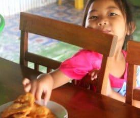 borneo-homestay-batu-puteh-daughter