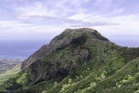 A steep hike from Waianae Valley along the Kamalleunu Ridge Trail leads to the top of Mount Ka'ala. (Photo: Leonard S. Jacobs / flickr)